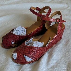 Vintage 50s platform tooled leather wedge peep toe